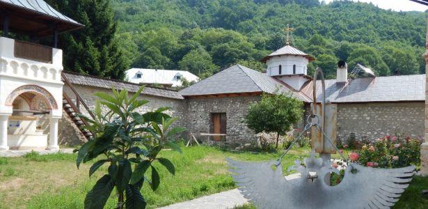 manastirea-polovragi3